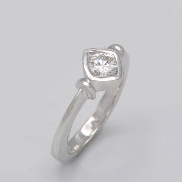 Solitaire or blanc diamantant
