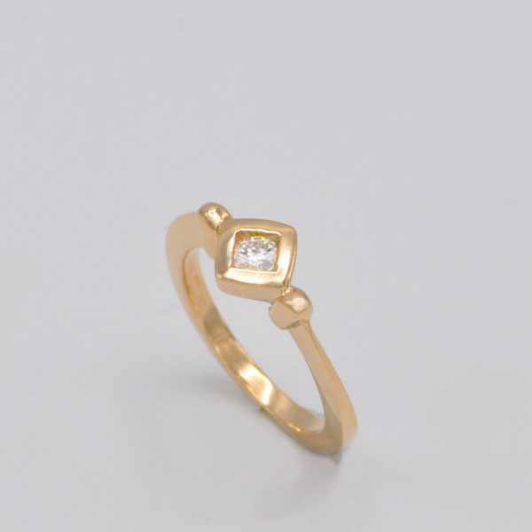 Solitaire or jaune et diamant