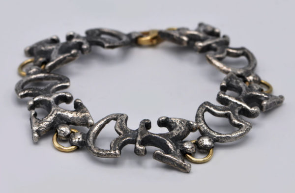 Bracelet Noun